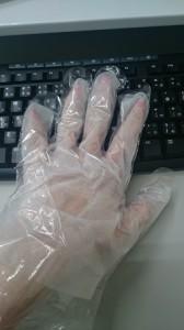 手袋使用中×